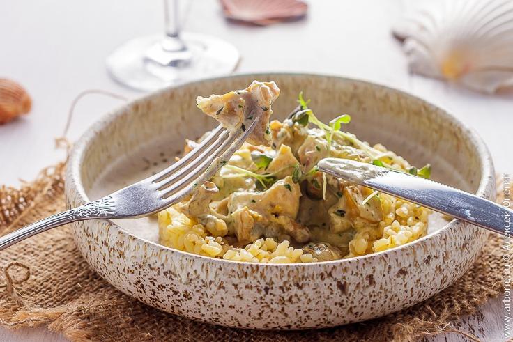 Рапаны с луком и грибами в сливочном соусе - фото