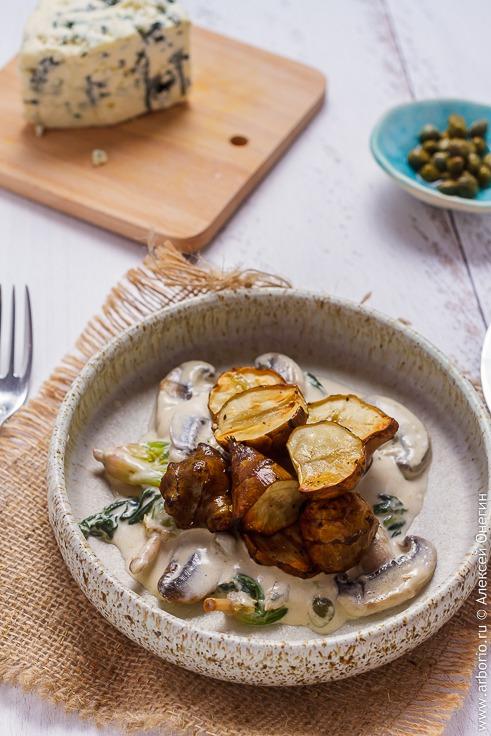 Топинамбур с грибами и шпинатом в сливках - фото