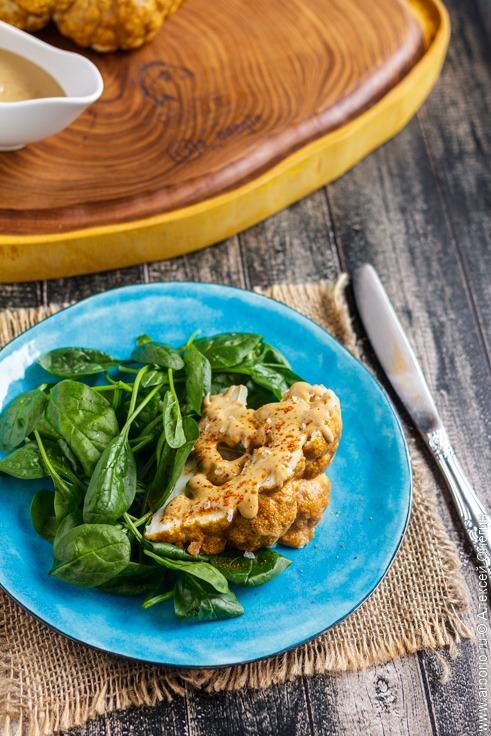 Цветная капуста в духовке с соусом тахини - фото