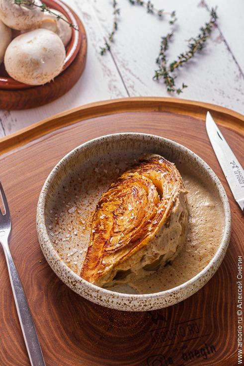 Запечённая капуста со сливочным соусом - фото
