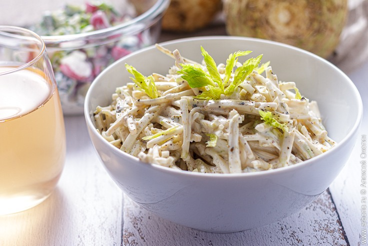 Салат из сельдерея - фото