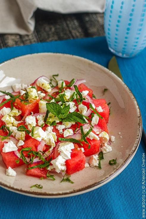 Салат с арбузом и фетой - фото