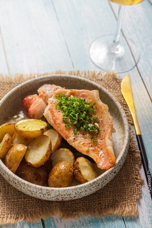 Морской окунь с картошкой - фото